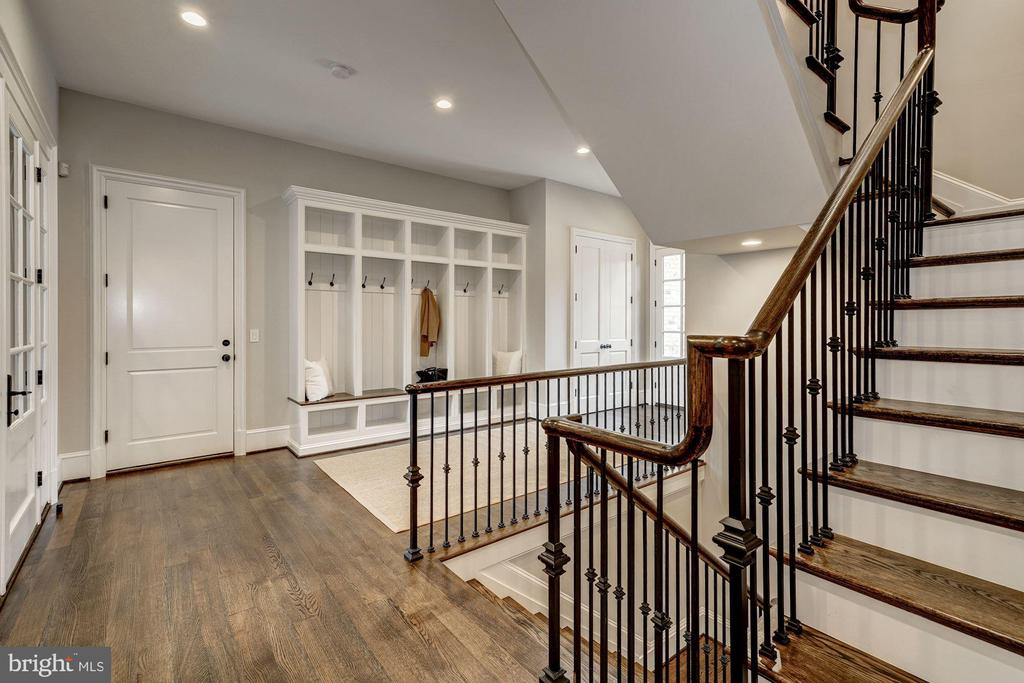 Mud Room - 1418 KIRBY RD, MCLEAN