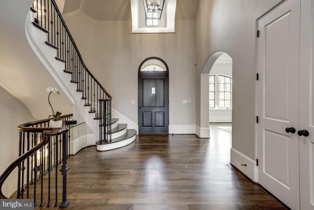 2- Story Foyer - 1418 KIRBY RD, MCLEAN