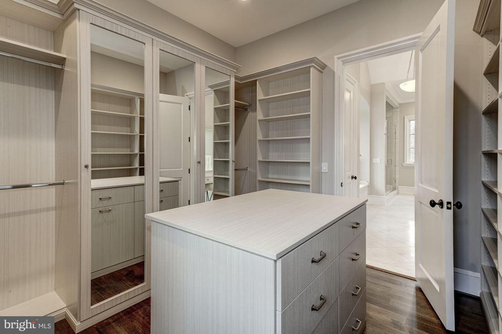 Master Closet - 1418 KIRBY RD, MCLEAN