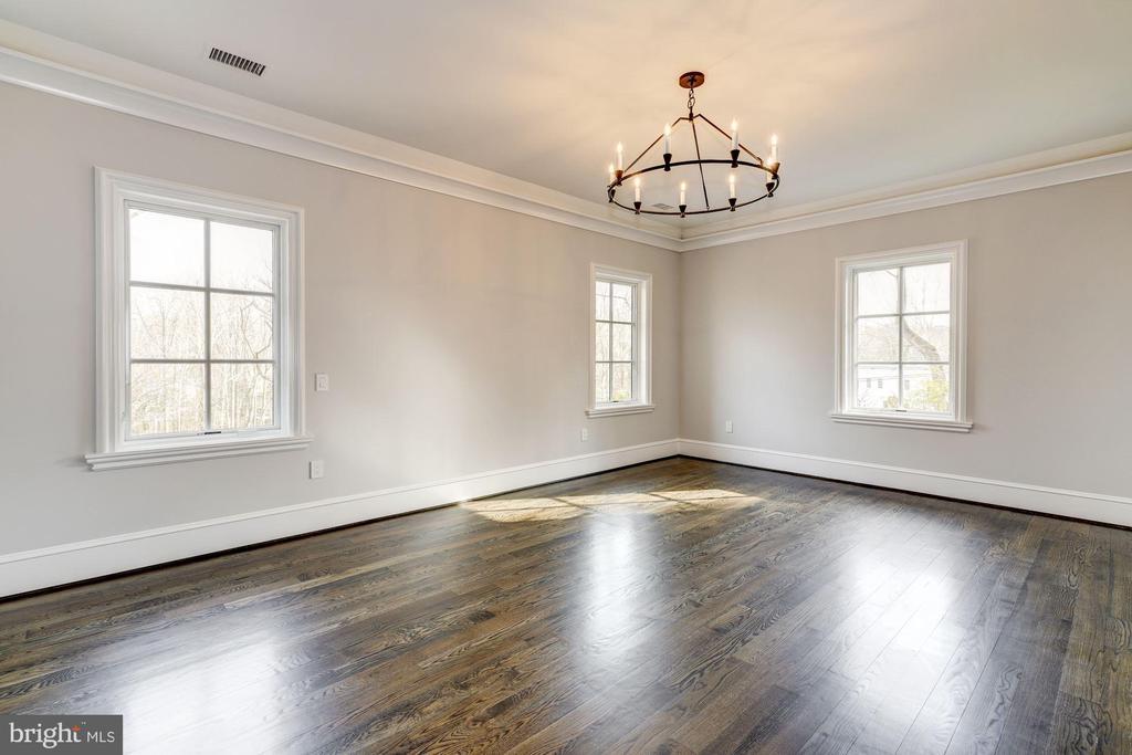 Upper Level Master Bedroom - 1418 KIRBY RD, MCLEAN