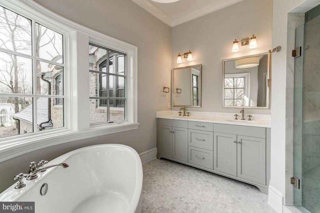 Master Bath - 1418 KIRBY RD, MCLEAN