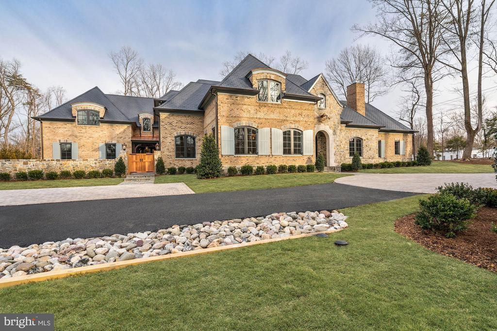 Front Exterior - 1418 KIRBY RD, MCLEAN