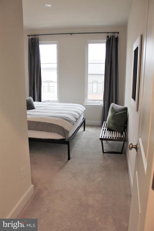 2nd Bedroom - 23100 LAVALLETTE SQ, BRAMBLETON