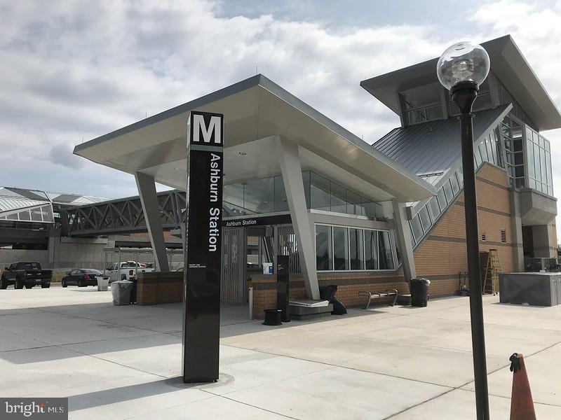 Easy Access to Future Silver Line Metro  Station - 23100 LAVALLETTE SQ, BRAMBLETON