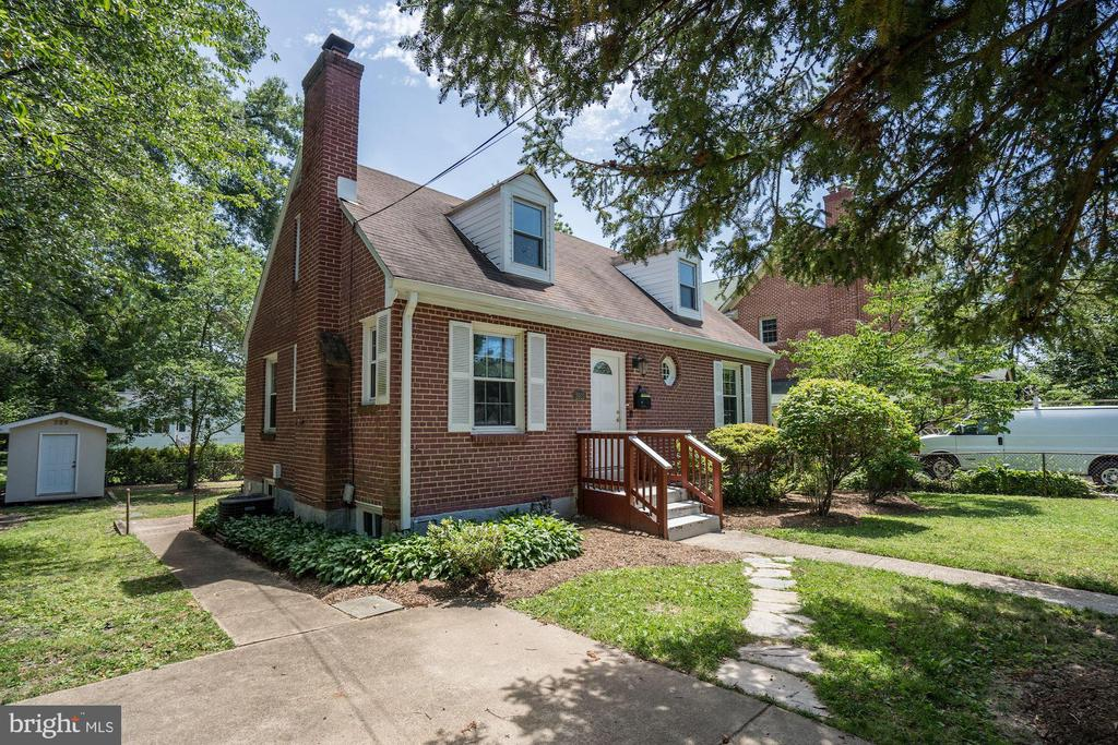 2913 Summerfield Rd, Falls Church, VA 22042
