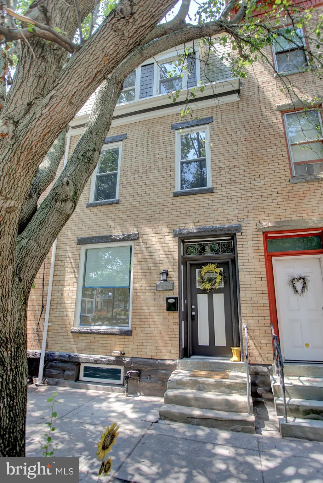 1820 GREEN STREET, HARRISBURG, PA 17102