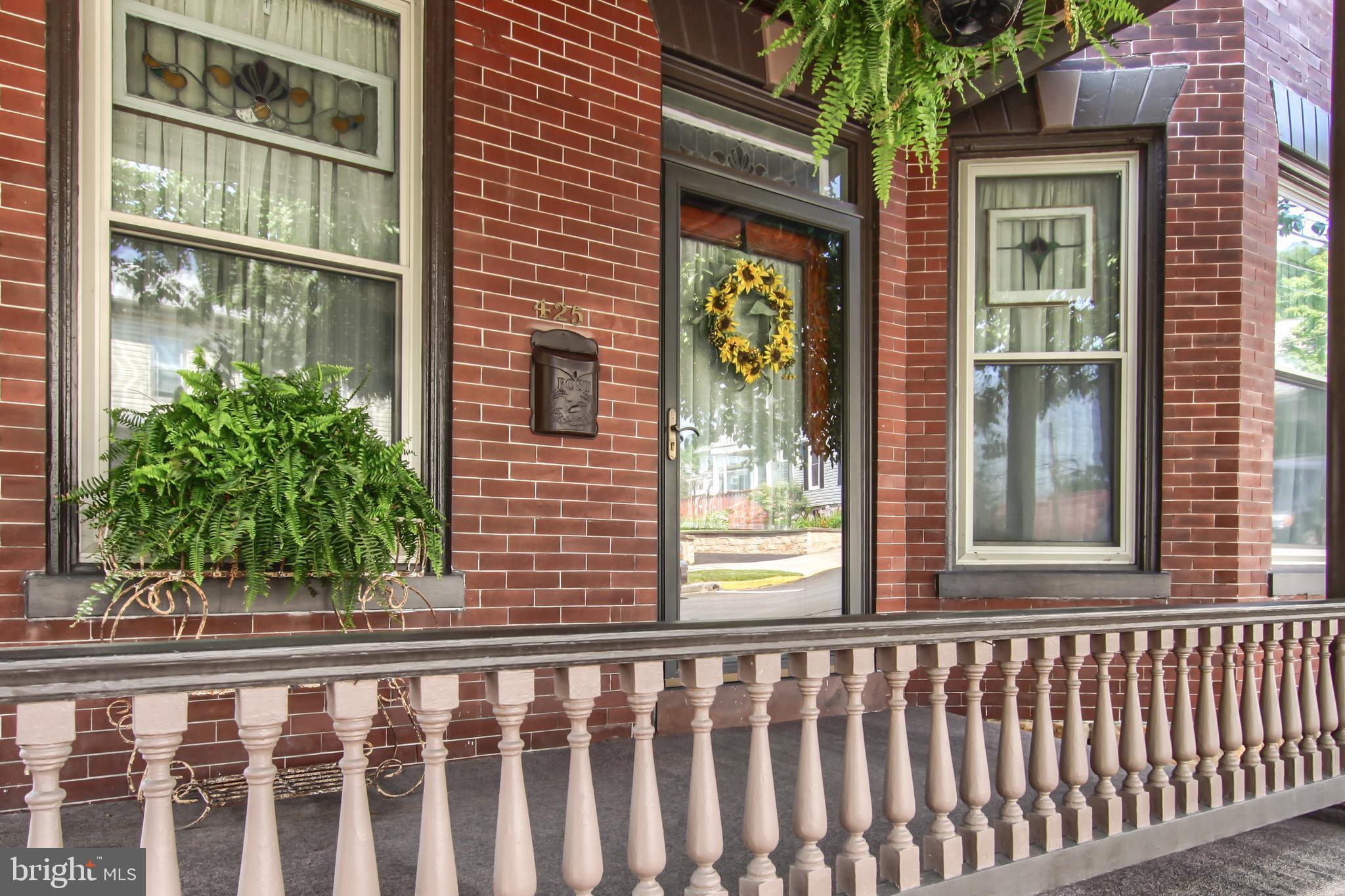 425 WALNUT STREET, NEWPORT, PA 17074