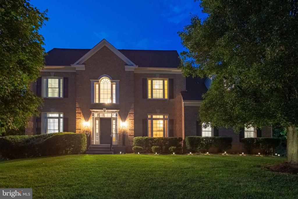 13512 Maverick Ln, Oak Hill, VA 20171