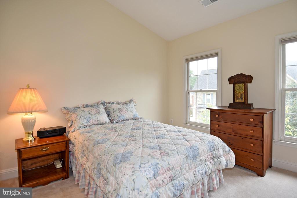 1055 Grand Oak Way, Rockville, MD 20852