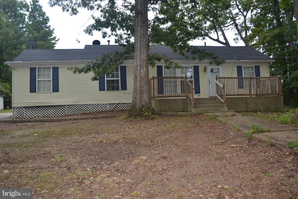 What a great opportunity to own this 1,577 square foot 4 bedroom 2 bathroom single family with 2018 singles,2017 A/C unit and more...