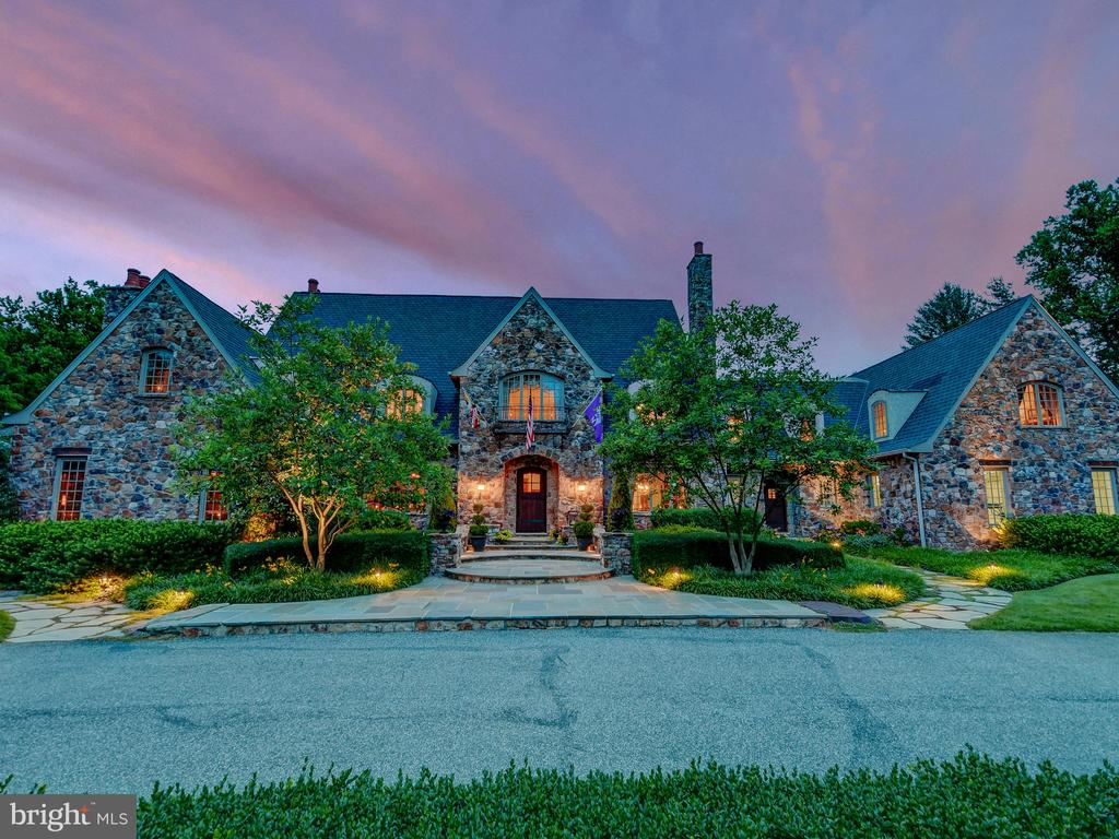 The grande dame of Hampton, 1300 Westellen is a true estate resting on lush and perfectly manicured 4.4+/- acres . 7 ensuite  bedrooms, 9 bathrooms featuring a chefs kitchen , fully climate controlled wine room, massive bluestone patios with two outdoor fireplaces. Artisan millwork throughout graced with 12ft ceilings, generous room sizes, surround sound, and a built in bar surely to be the envy of all your guests.  A host or hostesess' delight, this is ONE magnificent home you must tour in 21286.