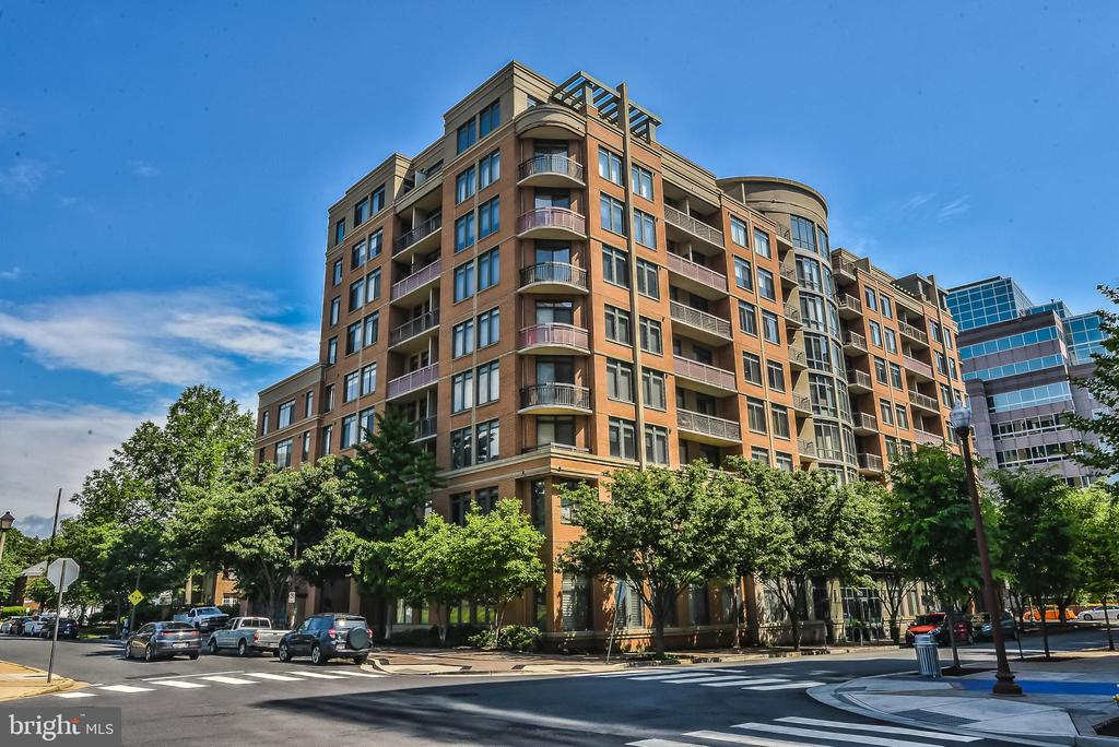 3625 10th St N #302, Arlington, VA 22201