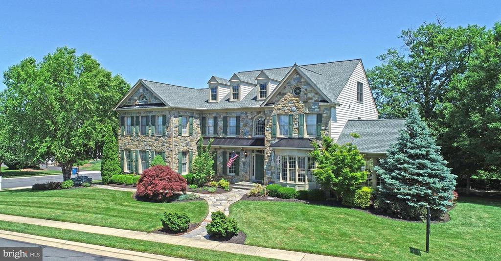 Former ESTATE MODEL HOME*VERY DESIRABLE CRAFTMARK OAKTON FLOOR PLAN*ORIGINAL OWNERS* 2 NEW HVAC SYSTEMS * 6BR/5.5 BATH/3 Car Side-Load Garage on 1/2 ACRE*APPROX 7,200sq.ft FINISHED*PREMIUM Stone Front home on Piedmont's SIGNATURE 12th Tee Box*BUMPOUTS & SKYLIGHTS, Rear SUNROOM, Romantic SIDE CONSERVATORY w/Fireplace*SPACIOUS GREAT ROOM with PRIVATE STAIRCASE, STONE wood-burning Fireplace & STATELY Mill Work and Crown Molding*ENTERTAINERS Kitchen w/ GRANDIOSE Kitchen Island*EXECUTIVE Main Level Study with Floor-to-Ceiling Built-Ins*DESIRABLE Dining Room to HOST Friends, Family, and for FORMAL/HOLIDAY Meals*Upper Level includes EXCEPTIONAL Owners Suite w/ Cathedral Ceiling, Gas Fireplace, Sitting Room 2 Walk-in Closets, Separate shower w/Dual Shower Heads and Large Soaking Tub*3 Additional Large Bedroom with Attached Baths*Upper Level 2 includes 5th Bedroom, Playroom, or Home Based Business HQ w/Full Bath*FINISHED BASEMENT includes full size windows, 6th Bedroom Suite, Full Bar, 4th Fireplace, Large Recreation & Theater Area*Entire Home Streaming Audio System Conveys*NEW ROOF 2017*GREAT VALUE*MUST SEE