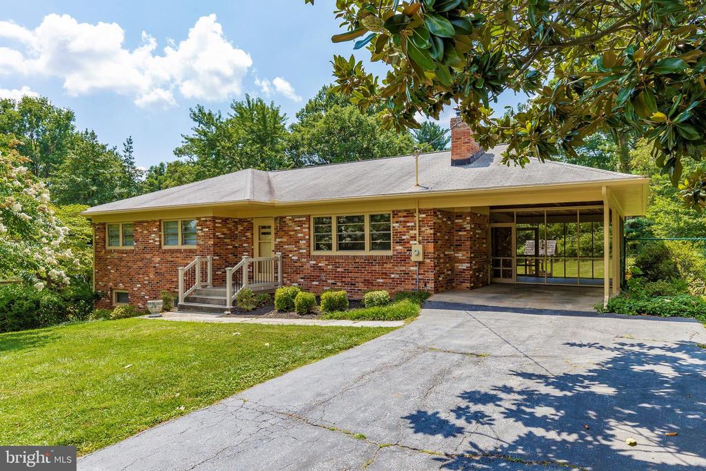 17716  PARKRIDGE DRIVE, Gaithersburg in MONTGOMERY County, MD 20878 Home for Sale
