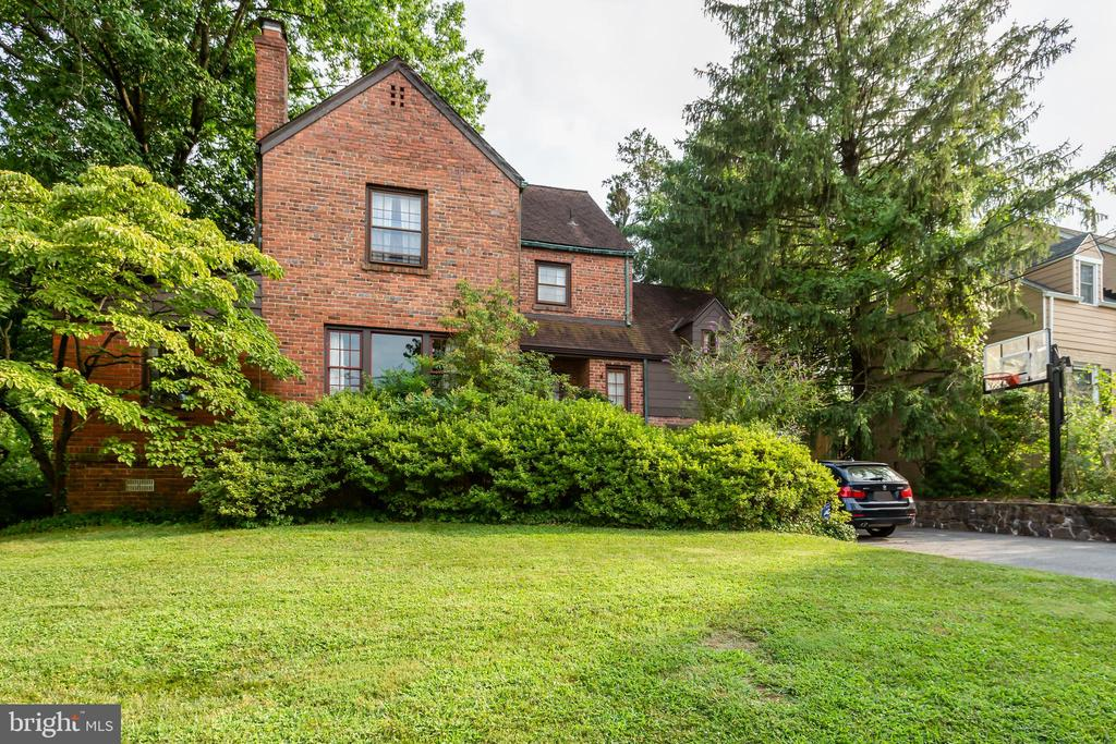 3308 Cummings Ln, Chevy Chase, MD 20815