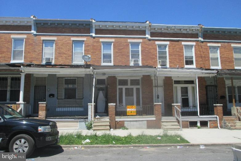 POST AUCTION DEAL: Call Office To Buy Now! Sold To POST AUCTION DEAL: Call Office TO Buy Now! Sold To The Highest bidder Over $40,000. 2 Story Porchfront Townhome in Darley Park. Property is Rented $800/Month. Believed To Contain 3BR/1BA. Agents Register Your Clients.