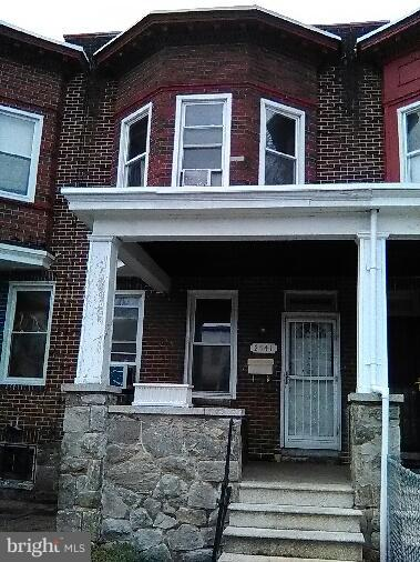3 Bedroom 2 bath Row Home, Great investment opportunity or starter home. Property being sold As-Is seller will make no repairs. Back on the market financing fell through.