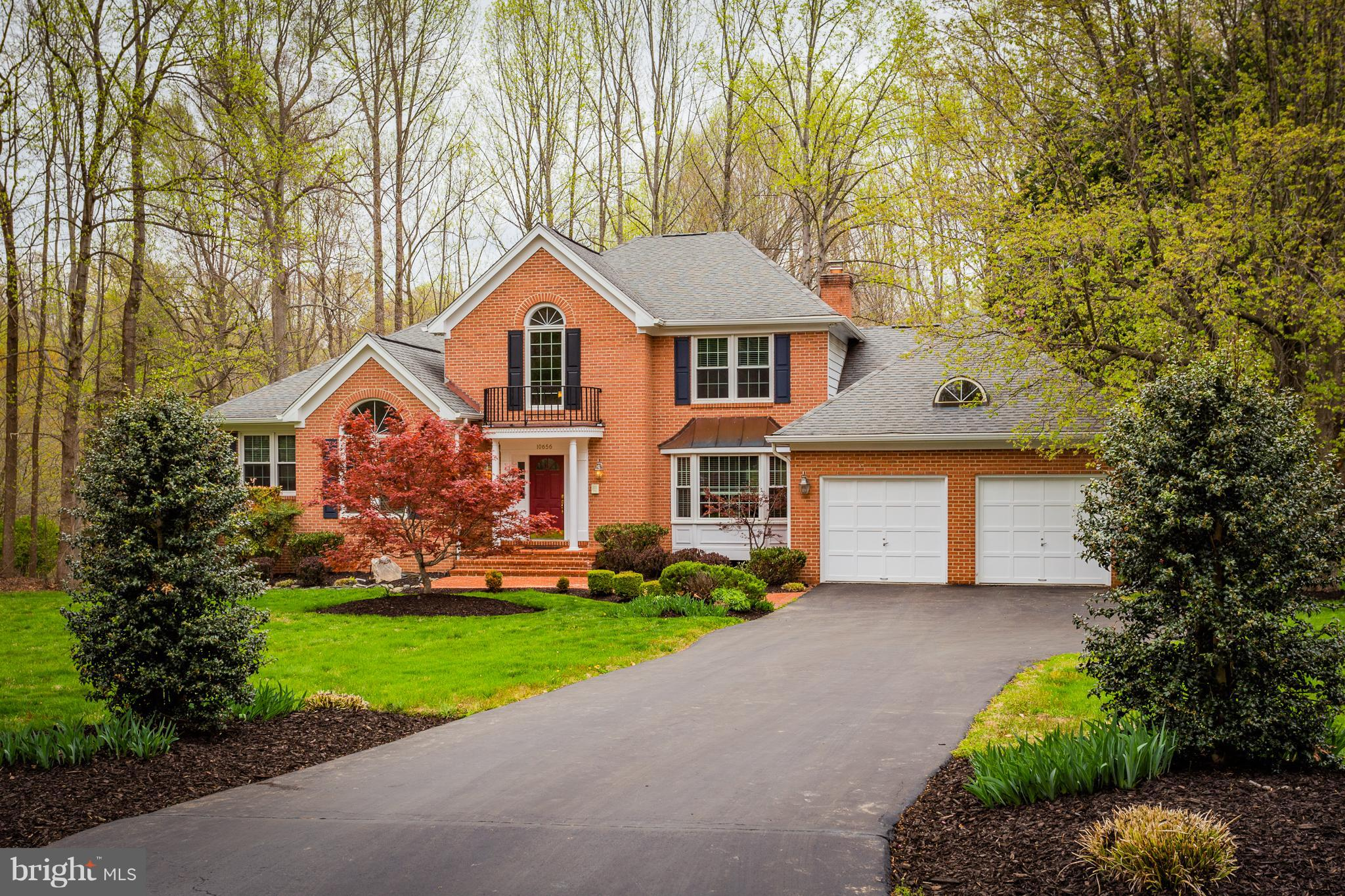 Beautiful, well-designed Westover model w/main master suite & luxury FBA! Beautiful wood flrs thruout! Gourmet Kitchen w/Island, Granite, Stainless Appliances & sunny BrkstRm! Adjoining FamRm w/stone FP & access to Deck! Butler's Pantry to DR- Fantastic walkout basement finished w/RecRm, Built-ins, Corner Wet Bar, BR5, FBA & Storage- Landscaped yard! Robinson School- Burke Lake Park & Golf nearby!