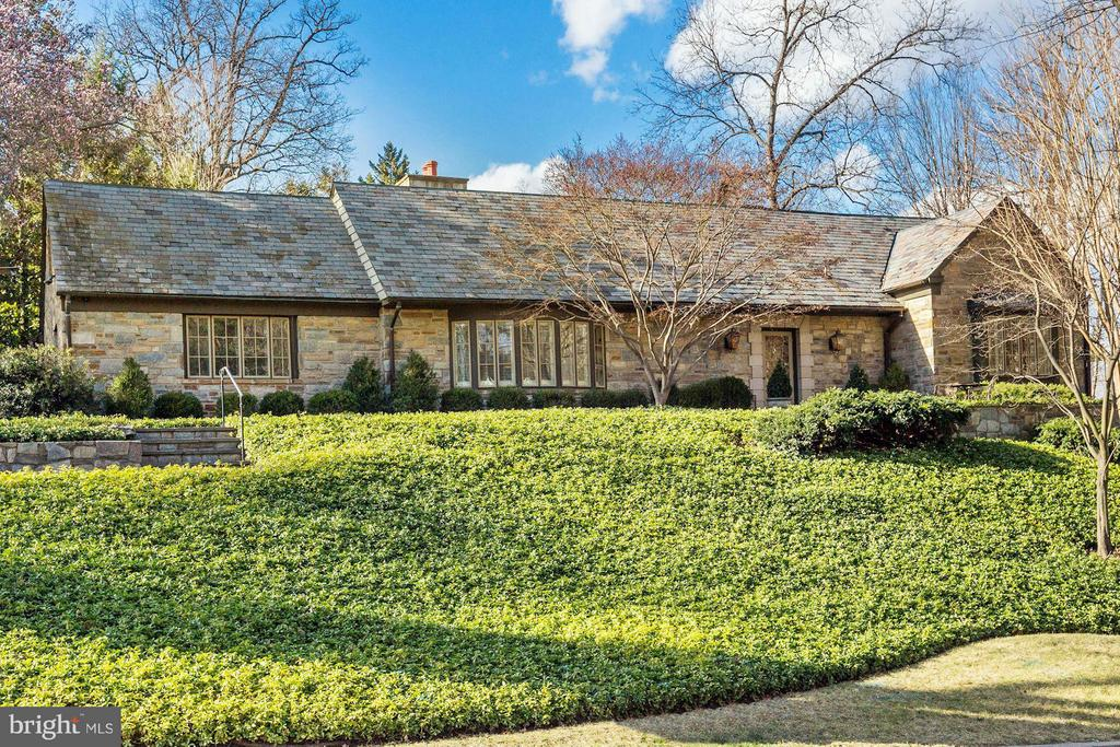 GREAT PRICE FOR  RENOVATED,    BEAUTIFUL,    STONE 3BR/4.5BA HOME W/GALLERY FOYER,       BAY WINDOW LIVING RM W/FPL, DINING RM W/FPL & FRENCH DRS TO GARDEN/PATIO &  FAMILY RM W/BUILT INS ADJOINS TABLE SIZE GOURMET KITCHEN W/ISLAND BFAST BAR & SEPARATE BAR AREA. DEN/STUDY W/BAY,  SPACIOUS 1ST FLOOR MBR, 2 DRESSING RMS  2 WALKINS, BATH W/2     VANITIES & SEP SHOWER & TUB 2 BR/BA SUITES & OFFICE/PLAYROOM  UP. CIRCULAR DRIVEWAY TO ATTACHED   2 CAR GARAGE W/MUDROOM.