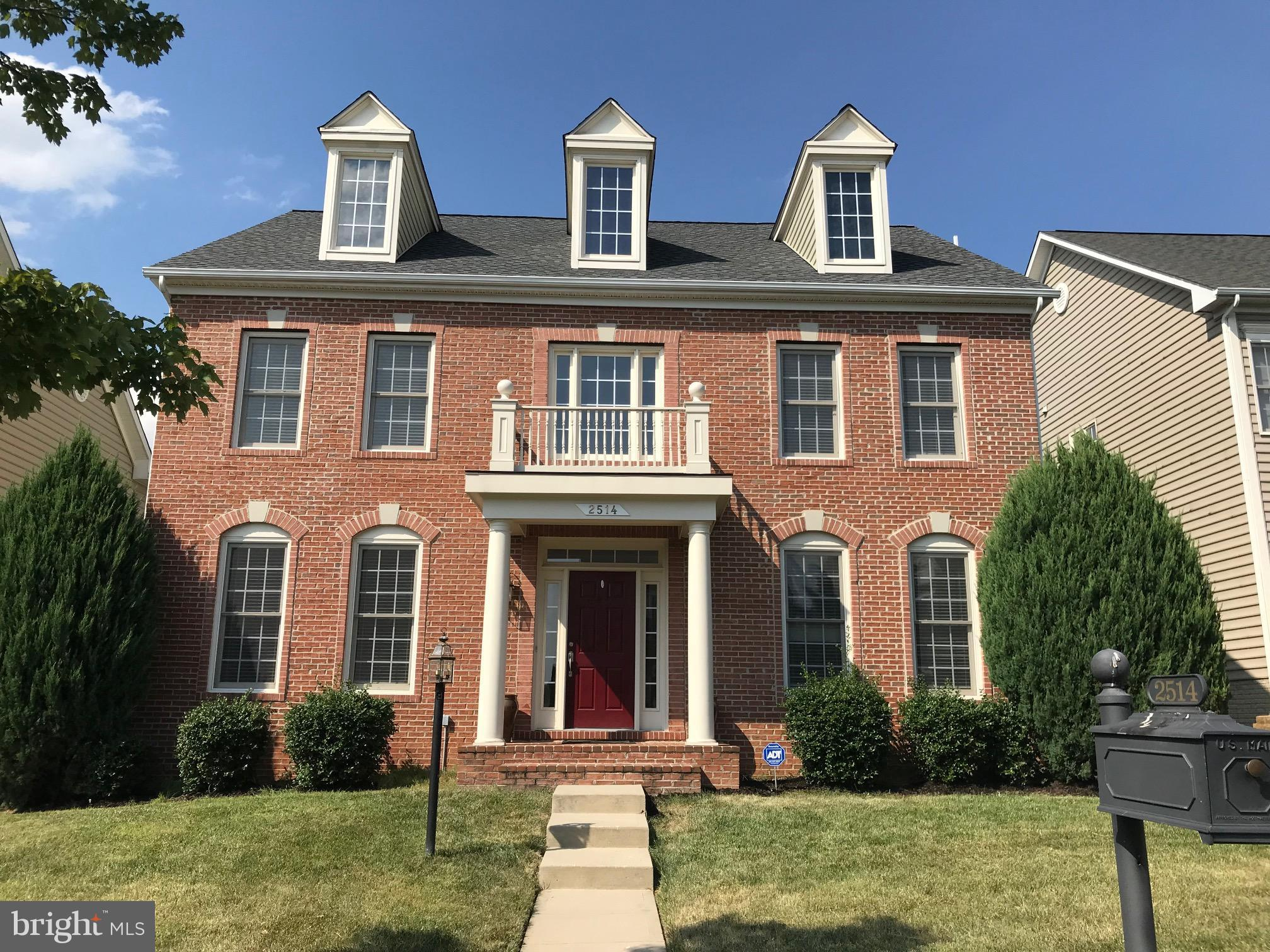 Beautiful Home in Port Potomac closes to Potomac Station Town Center, Hospital and Potomac Mill. Easily access to I 95 and Route 1. Brand new custom master shower and kitchen backsplash, recent replaced roof and upgraded appliances.newly painted power washed deck, walk way and stair way.