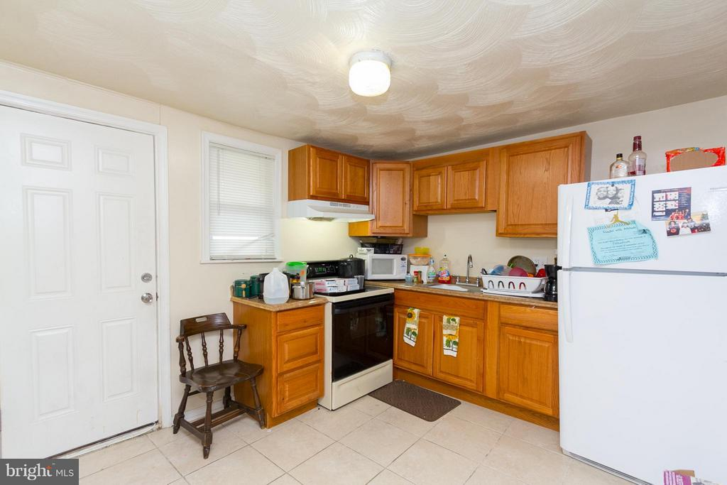 TURN KEY ROWHOME WITH LONG TERM TENANT! Main level w/ living room, dining room, and kitchen, upper level with 2 bedrooms & 1 full bath, finished basement w/ 3rd bedroom, and 2nd full bath.  Perfect for a first time home buyer or investor looking to add to their rental portfolio.