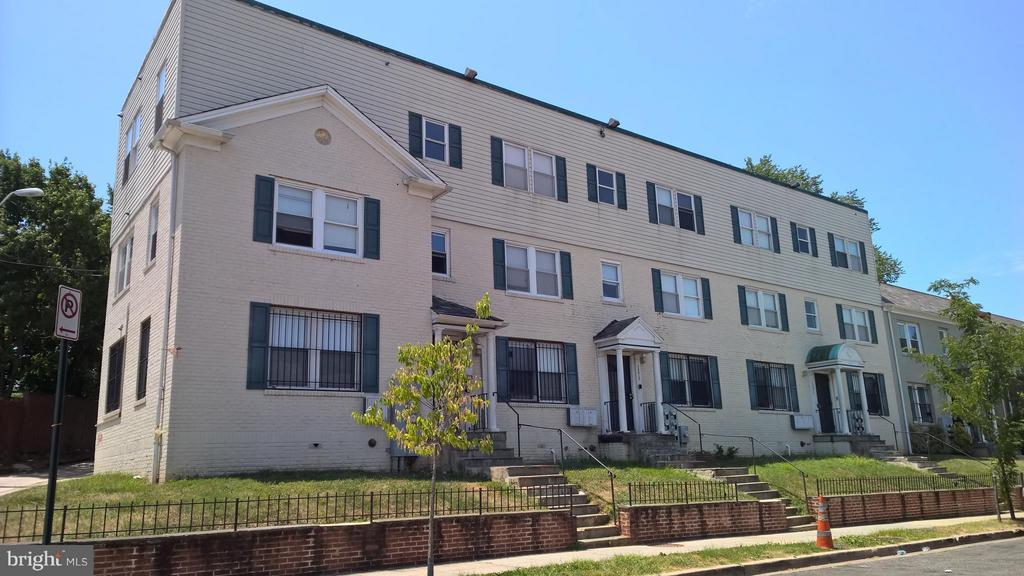 Investors!!! Foreclosure Auction. 3 building Package sale. All already converted to condos. 1271, 1273 & 1275 Meigs Pl.  15 Units total plus 5 parking spaces.