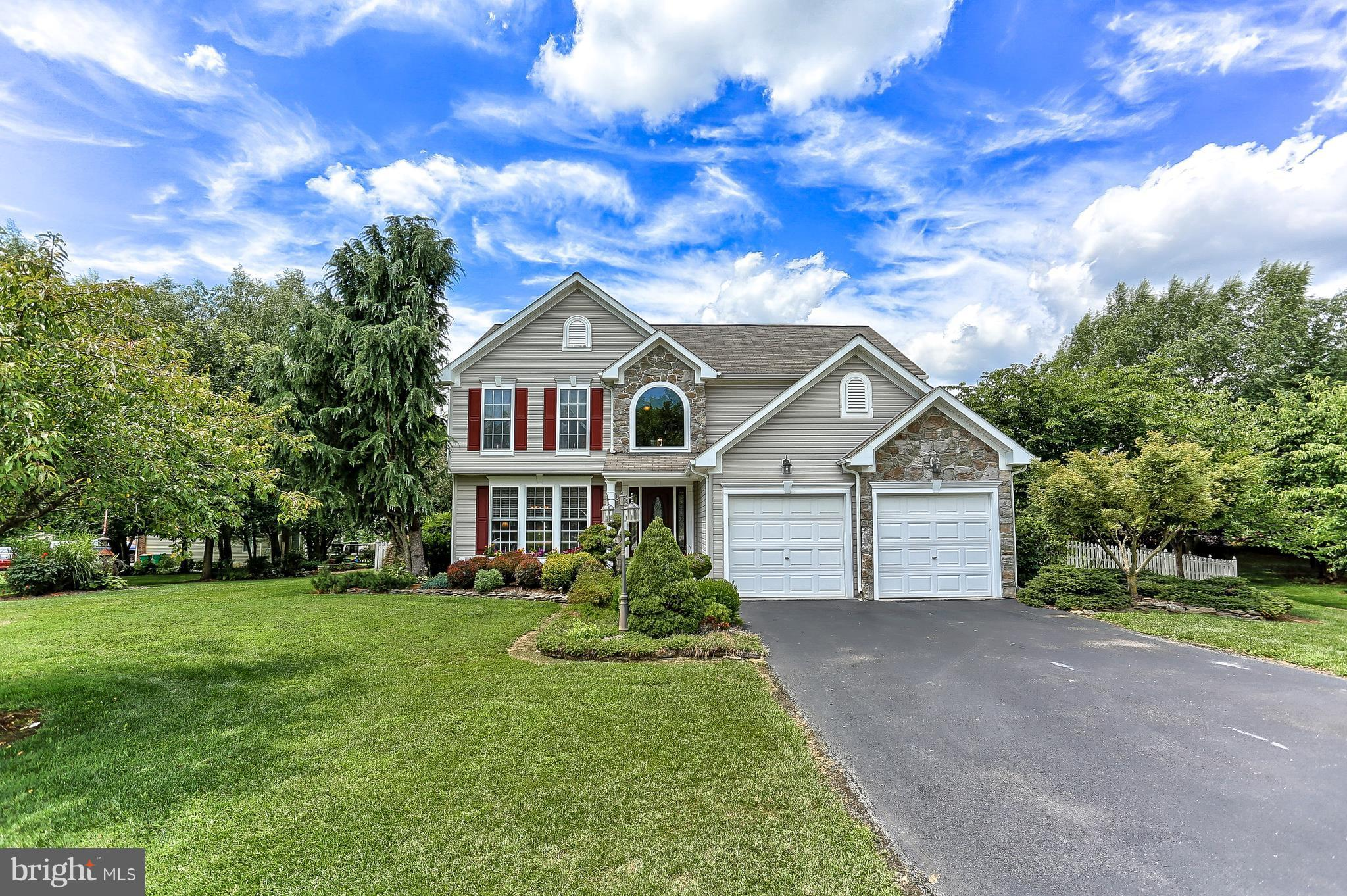 Beautiful tri-level home on cul-de-sac in Woodbridge development; ceramic, granite, marble, hardwood floors & counters; stainless appliances; sunken family rm w/gas fireplace; sunken livg rm; finished lower level w/walk out stairs; beautifully landscaped; covered deck off breakfast rm; gazebo, cabana house for storage. Offered with adjacent corner lot or separately(WA10210961) Move in condition!!
