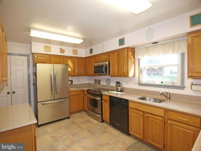 810 Bromley St, Silver Spring, MD 20902
