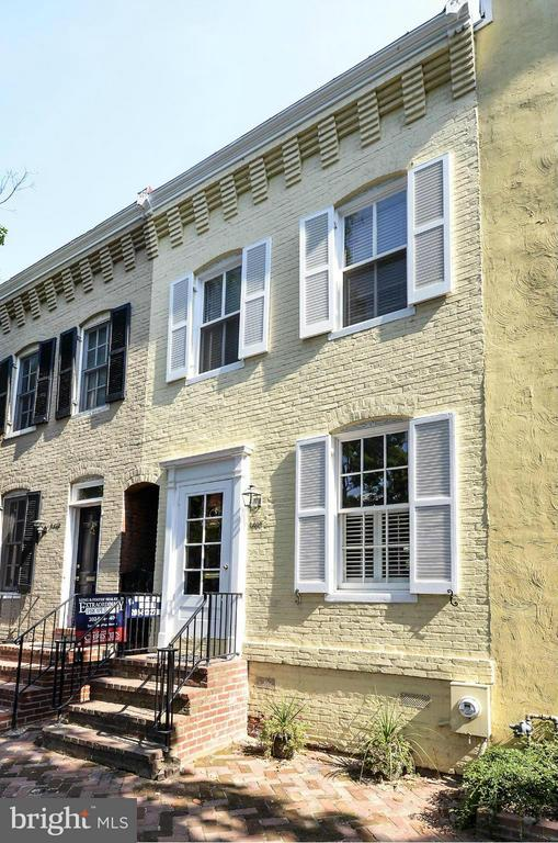 TIME TO LIVE IN THE HEART OF HISTORIC GEORGETOWN ON AN ENCHANTING COBBLESTONE STREET?    CLOSE TO THE UNIVERSITY, SHOPS AND RESTAURANTS.  THIS BEAUTIFULLY FURNISHED OR UNFURNISHED GEORGETOWN HOUSE HAS AN EXCELLENT LAYOUT, IS FLOODED WITH LIGHT AND A LOVELY PATIO.  IT BOASTS TWO BEDROOMS AND TWO BATHS.  GEORGETOWN LIVING AT ITS BEST.  NO CO-SIGNERS.  Housing vouchers welcome.