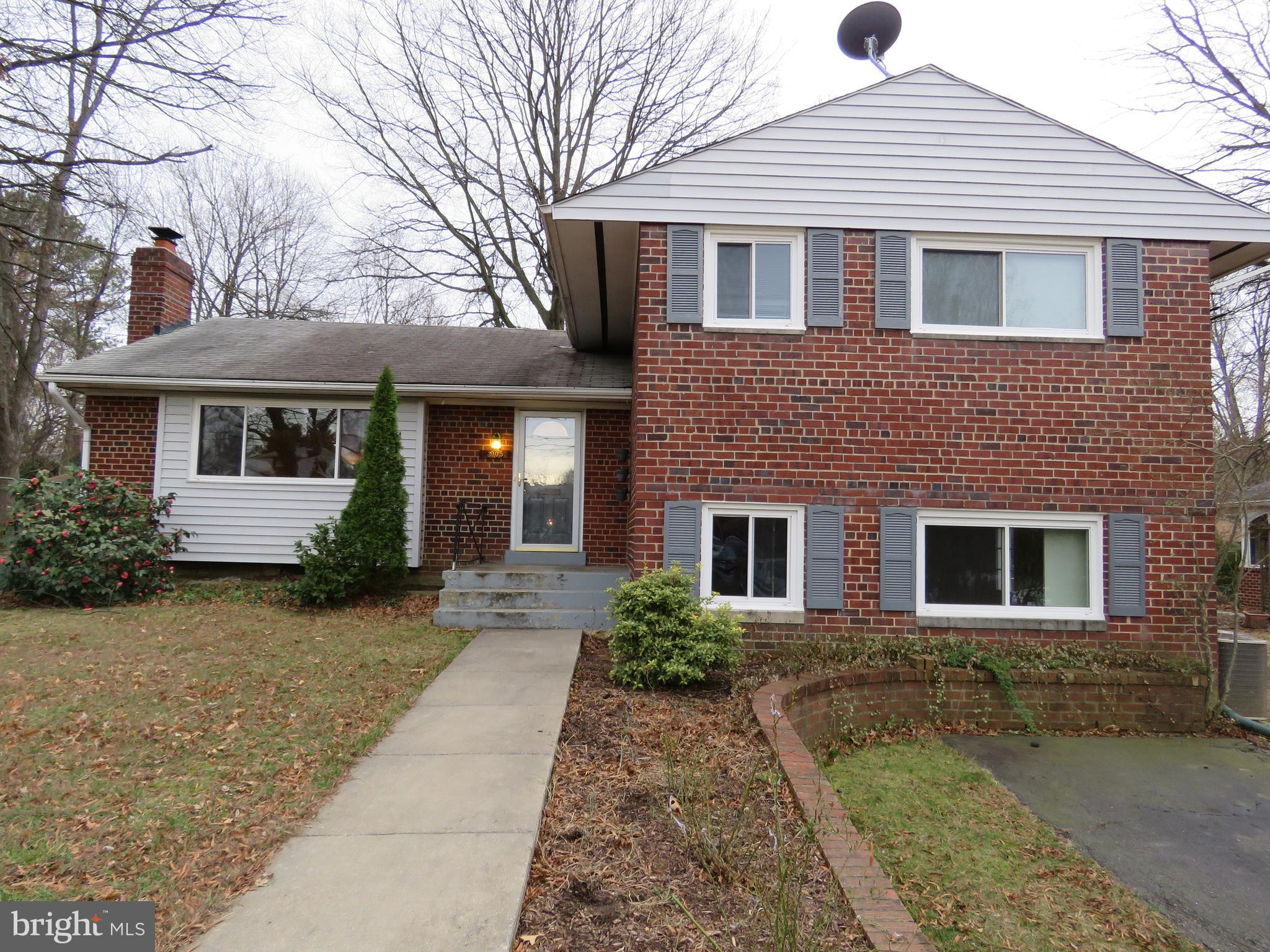 Awesome Single Family home.Wood floors throughout the main floor and upper level. Walk Out lower level with Family Room and 4th Bedroom. Fenced back yard. Pet accepted case by case. Close to Beltway, Metro, and Fort Belvoir. Property is currently oppcupied, cotact the listing to schedule a showing
