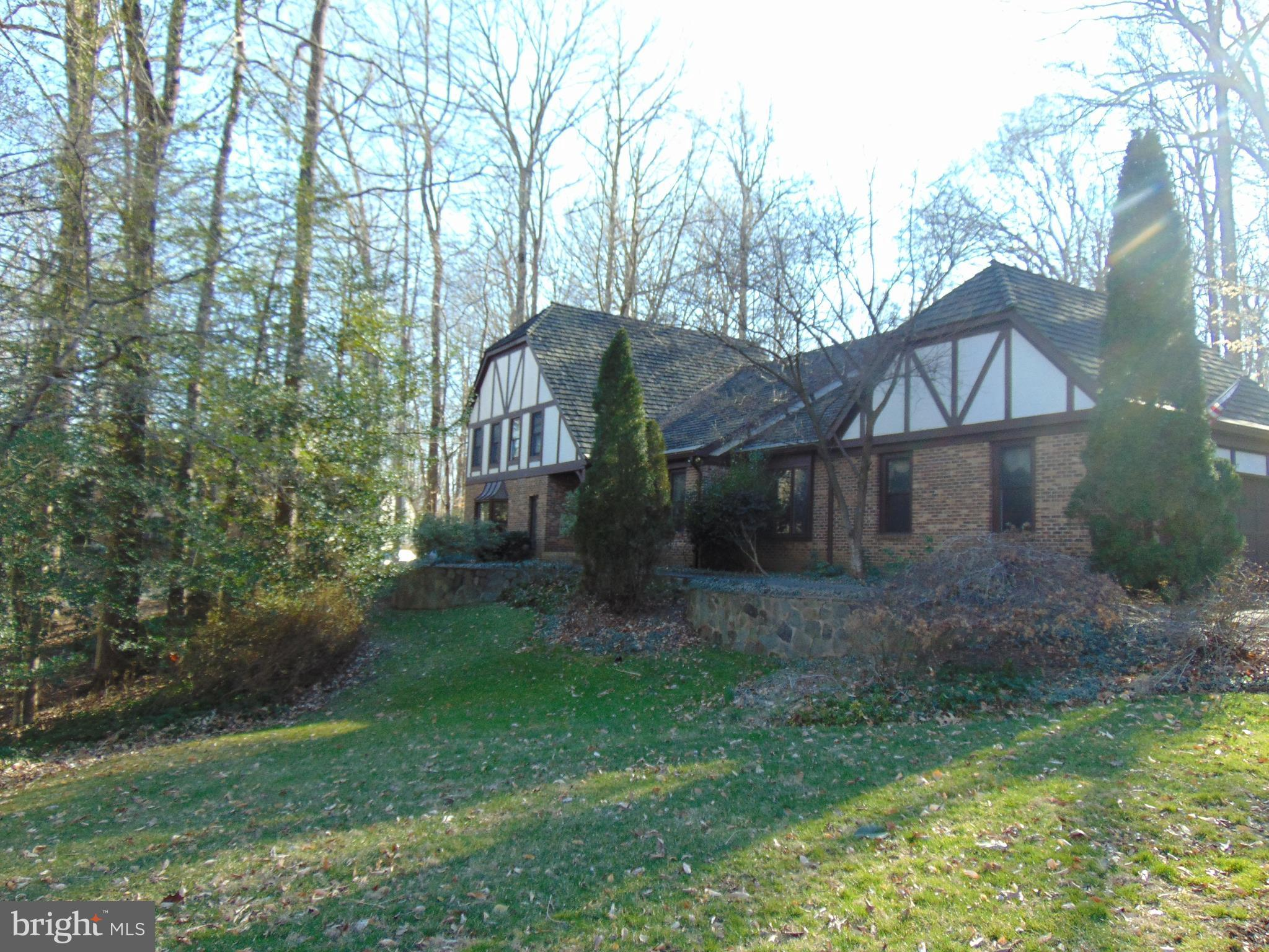 **** APPOINTMENT ONLY TENANT**** TERRIFIC FOUR BEDROOM, TUDOR STYLE HOME IN THE ROBINSON SCHOOL DISTRICT.  THE MANY FEATURES INCLUDE:  SPACIOUS OPEN FLOOR PLAN,  GOURMET KITCHEN WITH CHERRY CABINETS AND SS APPLIANCES, HUGE MASTER BEDROOM AND BATH, FIRST FLOOR LAUNDRY AND MUD ROOM, FULLY FINISHED BASEMENT,  PRIVATE LAND IN A CULDESAC,  ALL CLOSE TO PUBLIC TRANSPORTATION AND AMENITIES.