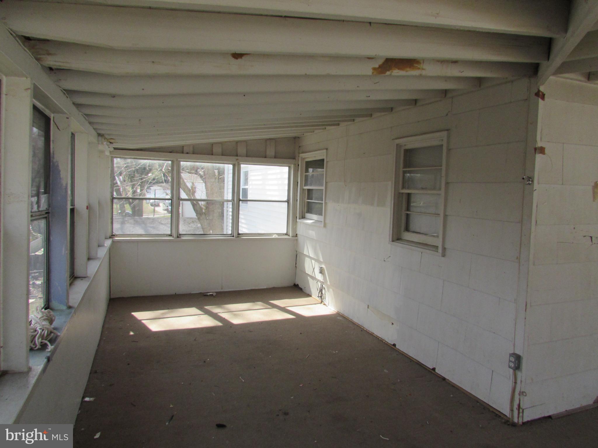 1203 HALE CT, Woodbridge, VA 22191 $230,000 www wasellsva