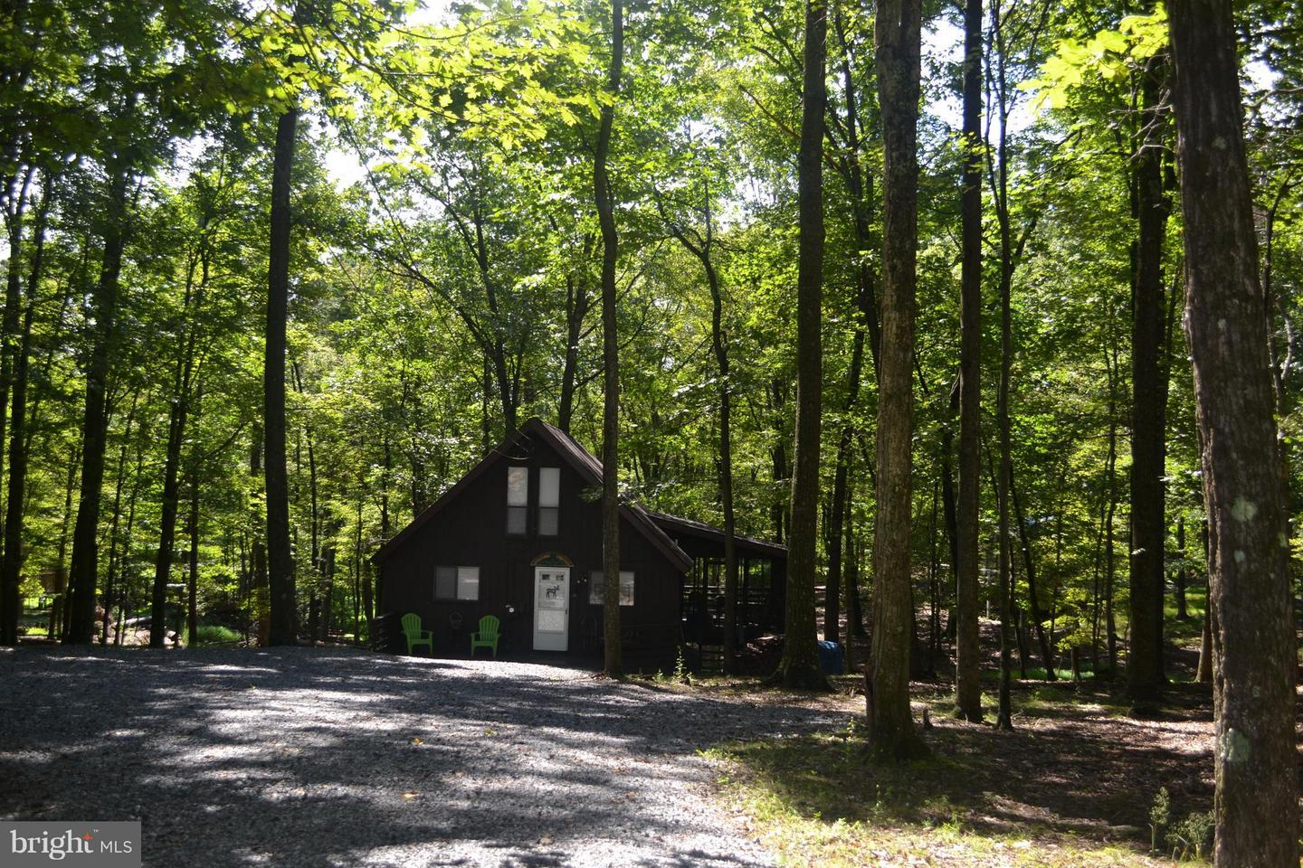 944 The Woods Road Hedgesville, WV 25427