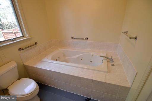 4054 Doveville Ln, Fairfax 22032