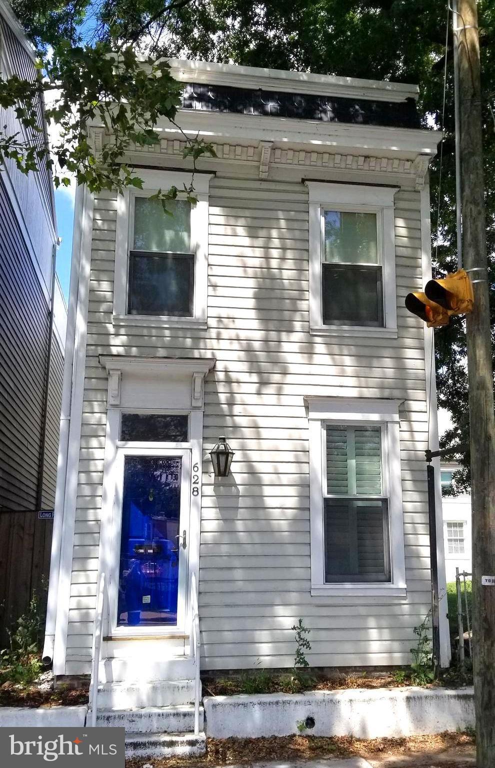 628  Patrick Street N