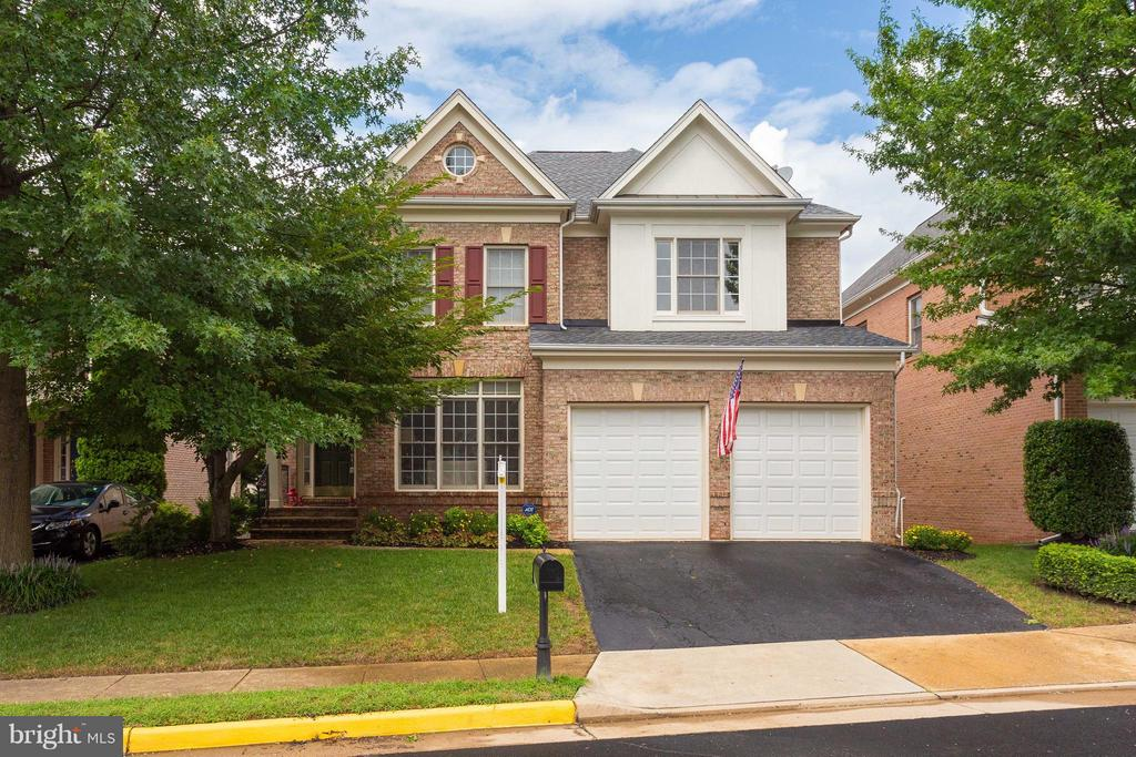 10096 Farrcroft Dr, Fairfax, VA 22030