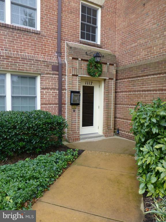 AVAILABLE APRIL 1ST!**CHARMING 2 BEDROOM, ONE BATH CONDO AT CANAL PLACE**HARDWOOD FLOORS LR & DR**WOOD BURNING FIREPLACE**MBR WALK-IN CLOSET**BOTH BR CLOSETS HAVE CUSTOM BUILT-INS**VIEW OF COMMUNITY POOL**EXTRA STORAGE**1 MI TO BRADDOCK METRO**BUS STOP AT CORNER**EASY ACCESS TO GW PKWY**1 MI TO OLD TOWN**HALF MILE TO TRADER JOE'S**1 BLOCK TO MT VERNON TRAIL**NO SMOKING**NO PETS**$150 MOVE-IN FEE