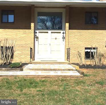 Just renovated 5 BR, 3 Bath, Den/Office. Updated Kitchen w/Granite counters & new Stainless appliances. 2 FP, 2 French doors open to large deck overlook the swimming pool. LL w/ Rec. Room and a French door open to the patio. One car garage with the other side converted to a pool room. Easy access to school, shopping,George Mason U, FFX Cnty Pkwy and Rt 123. Owner is a Lic ensed Real Estate Agent.