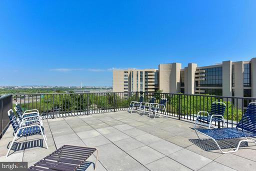 1300 Army Navy Dr #419