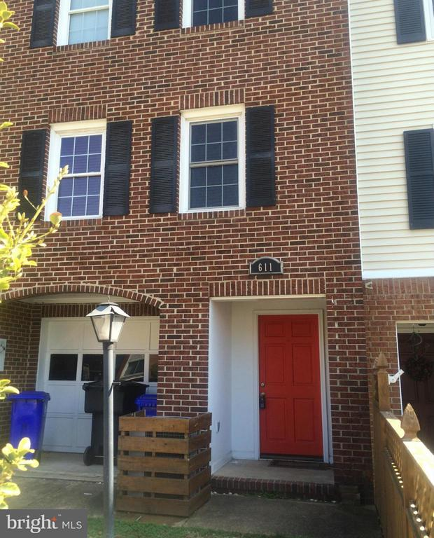 Brick Townhouse w/ Garage Parking- Walk to Metro!  3 Level townhouse features wood/laminate floors, stainless steel, granite, wine fridge, breakfast bar, and wood fireplace. Awesome location, blocks to Ballston or Virginia Sq-GMU Metro, restaurants, shopping, parks and more! Great for commuters, close to Pentagon and DC.