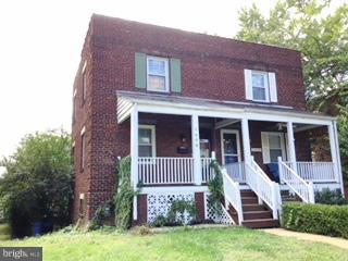 Location! Location!!! House located between King Street and Braddock Metros. 2BR; 2 Full Baths, 3 levels. Finished walkout lower level with full bath. Laminate over hardwood on main; hardwood on upper. No smoking inside. Tenant pays all utility and sewage.