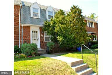 Looks great, 2 bedroom, 2 and 1/2 three level townhouse. Hardwood floors. .Great location. Subway only 1.5 blocks away!! Near bus, shopping and restaurants. Large main level addition with 1/2 bath.