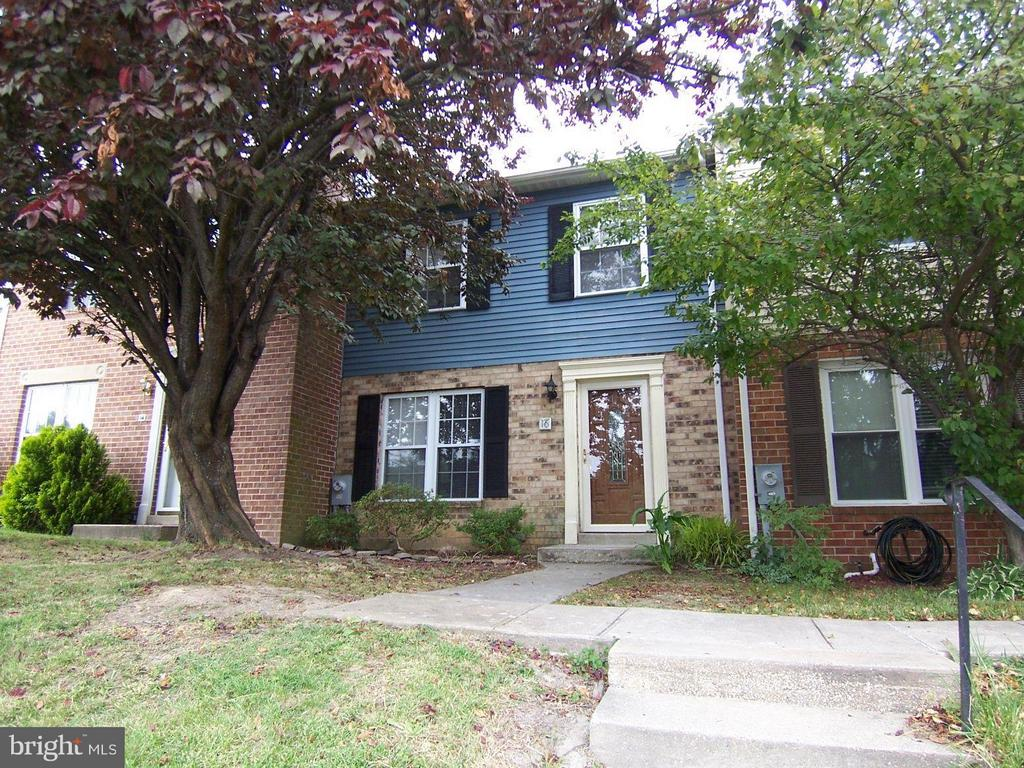 **FREE RENT THROUGH 10/31!** Security deposit and November rent due at lease signing. HARDWOOD FLOORS IN LIVING ROOM AND KITCHEN! NEWER KITCHEN UPDATES INCLUDING STAINLESS STEEL APPLIANCES! Large 2 tier deck for you to enjoy.  FINISHED Lower level! Come check this one out and bring your application today!