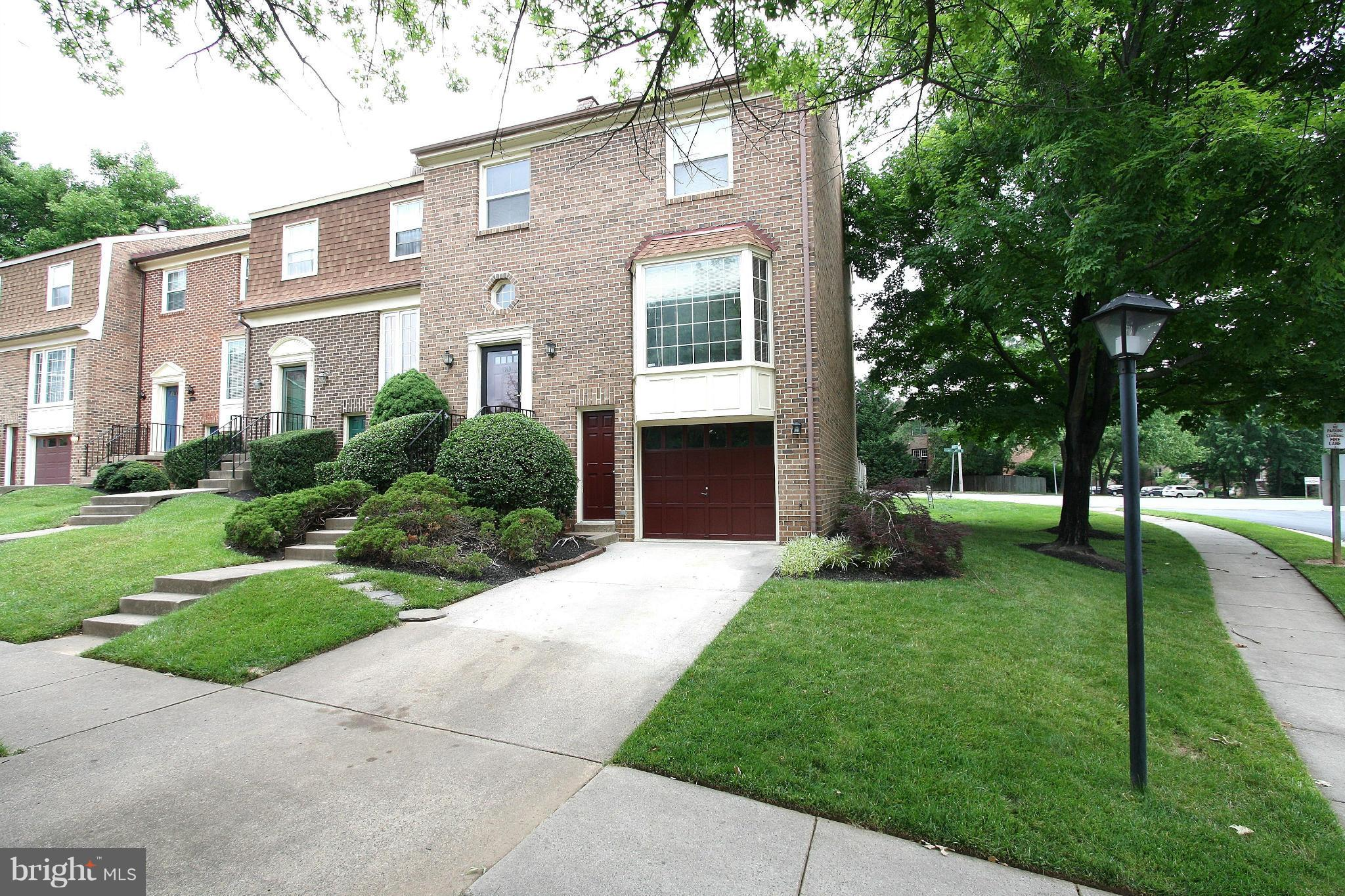 Large end unit townhouse w 3 bed, 3.5 baths, located in well-maintained neighborhood. This 2400 sq ft home has 3 levels, garage, driveway, and sep walkout on bsmt level. Private, shaded patio, fenced in yard, perfect for entertaining. Den w wet bar. Lots of storage, walk-in closets. 2 blocks to Vienna Metro, 1 block to Oakton High School.