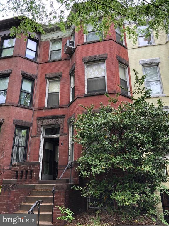 EXCELLENT INVESTMENT! ..GRAND DAME - NEEDS WORK - HUGE 4 LEVEL INTERIOR WITH GARAGE AND TREMENDOUS REHAB ABILITY - LOOK AT WHAT THE NEIGHBORS DID AND ARE DOING!!!