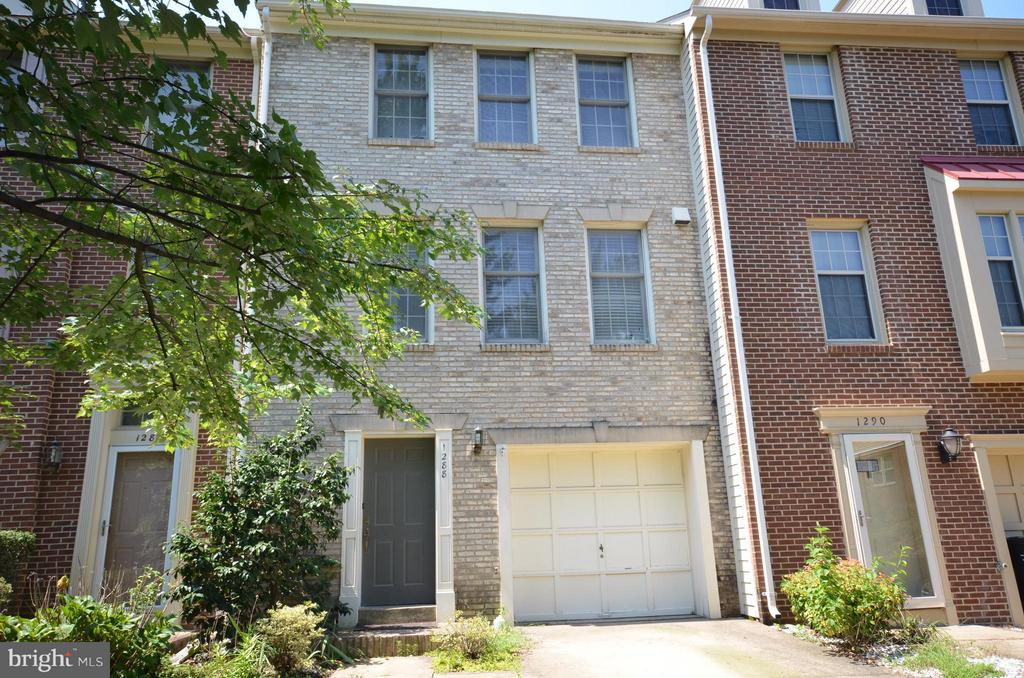 1288 Quaker Hill Dr, Alexandria, VA 22314