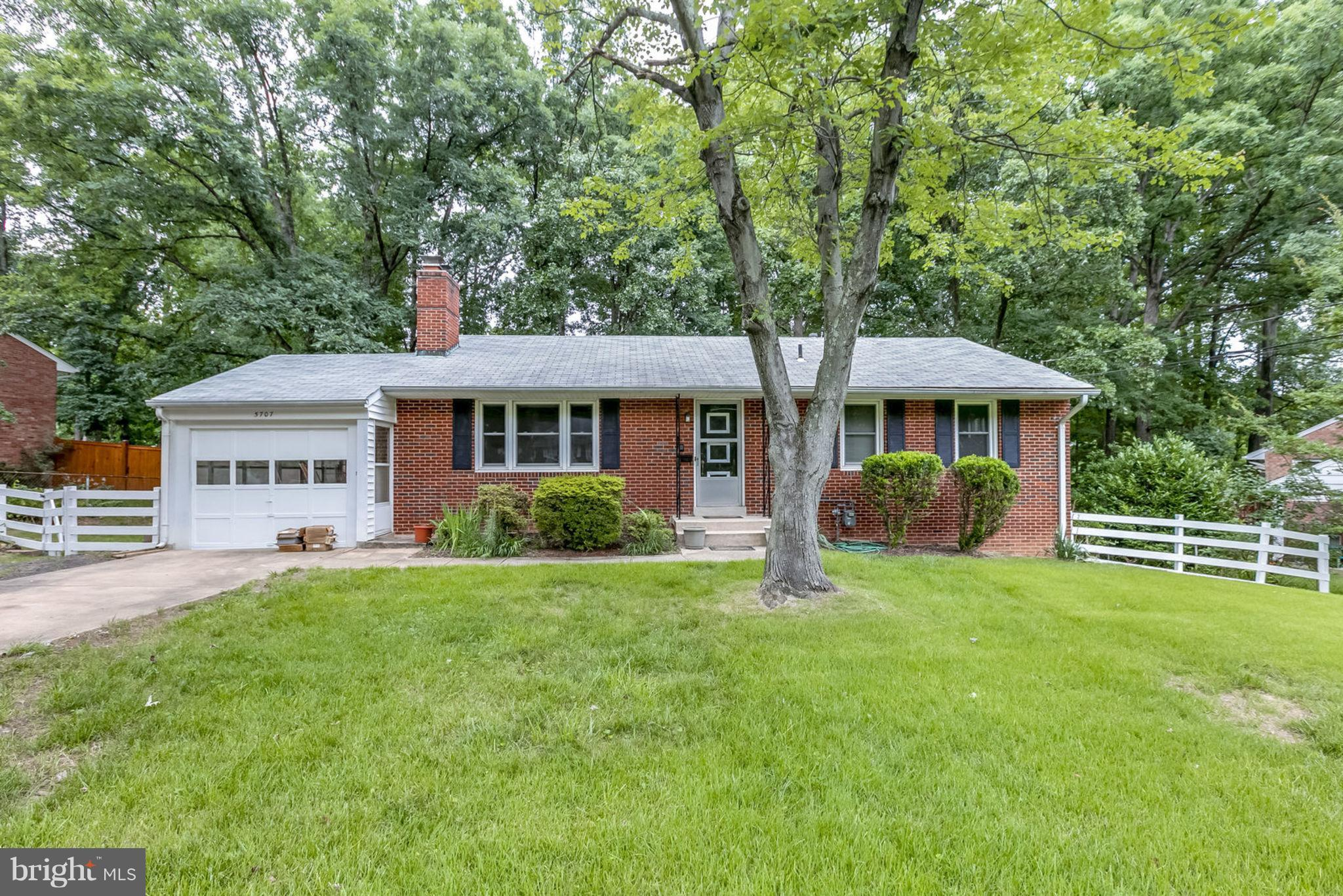 Priced to sell! All brick 4BR 3BA rambler w 1 car garage in desirable North Springfield. Great location w easy/immediate access to 495/395/95 & great commuter location to the Pentagon & Fort Belvoir. Minutes to desirable Lake Accotink. Features include updated kitchen, 2 fireplaces, hardwood floors, fully finished basement, freshly painted and new carpet throughout. Minutes to shops & restaurants.