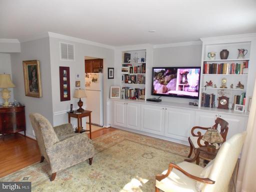 1305 Hancock Ave, Alexandria 22301