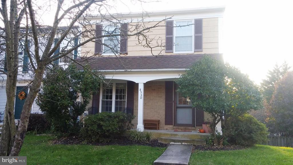 AVAILABLE DECEMBER 1ST. LARGE END-OF-GROUP TOWNHOUSE IN POPULAR COMMUNITY. LARGE FENCED YARD AND A LOWER LEVEL WALKOUT TO PATIO AND UPPER DECK. FOR FAMILY ENJOYMENT.  LARGE ROOMS, INCLUDING A LOWER LEVEL FAMILY ROOM WITH FIREPLACE.  KITCHEN HAS BEEN RENOVATED WITH GRANITE COUNTER-TOPS, TILE FLOOR AND DISHWASHER.  CALL FOR AN APPOINTMENT TODAY.