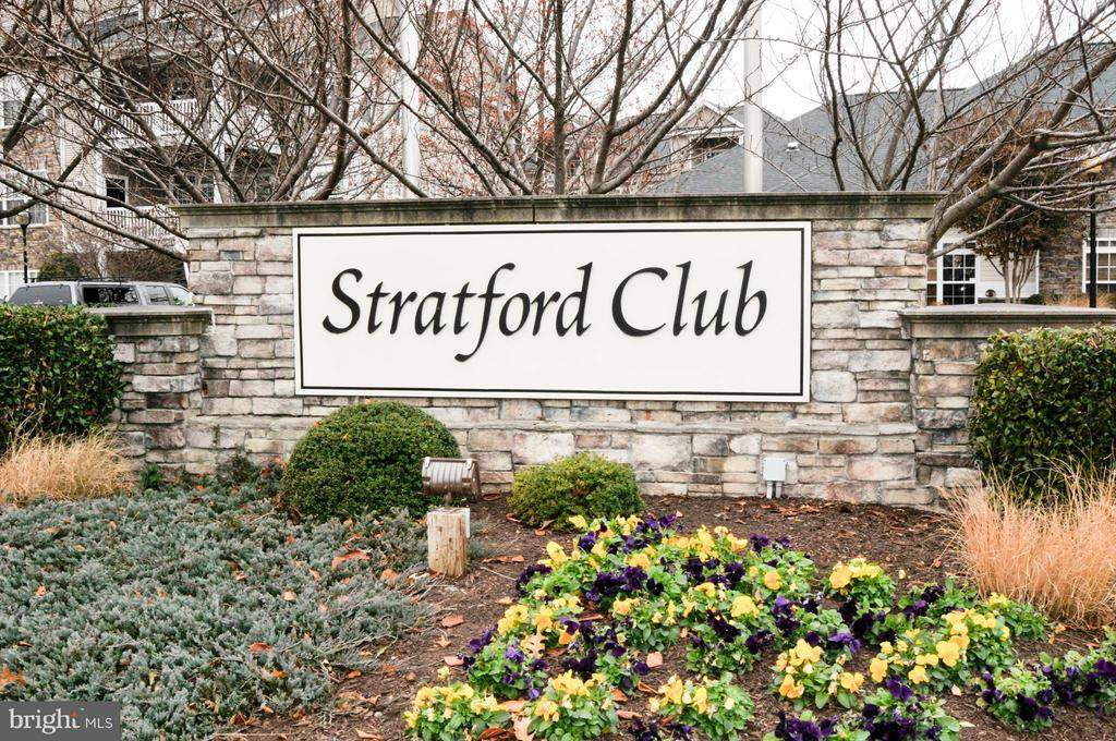 Beautiful 1 BD with a host of luxurious features, such as deluxe kitchen with granite countertops & breakfast bar; crown molding; spacious bathrooms with garden tub & double vanity; open patio offering scenic view of the community available for rent now! Just 10 minutes from Dulles & 15 minutes from Reston Town Center.